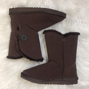 UGG Women's Bailey Button Boots. Size 7